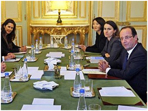 """Fransa prezidenti """"Google"""" şirkətindən vergi almaqda israrlıdır"""